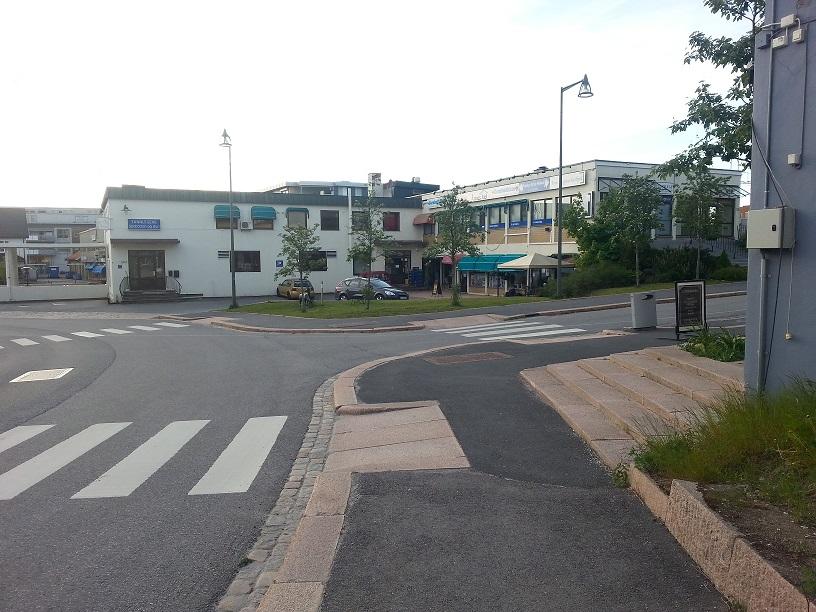 Velgården sett fra krysset Kirkevegen - Jernbanegata.