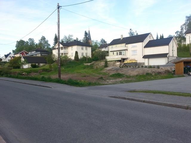 Årnes Vel eier tomta  langs Silovegen, etter parkeringsplassen bak Velgården.