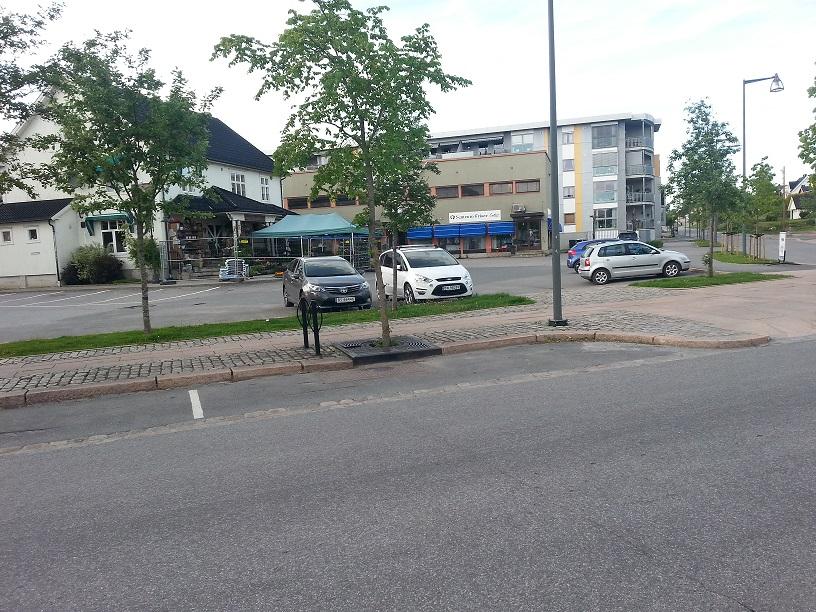 Årnes Vel eier parkeringsplassen ved krysset Silovegen - Jernbanegata.